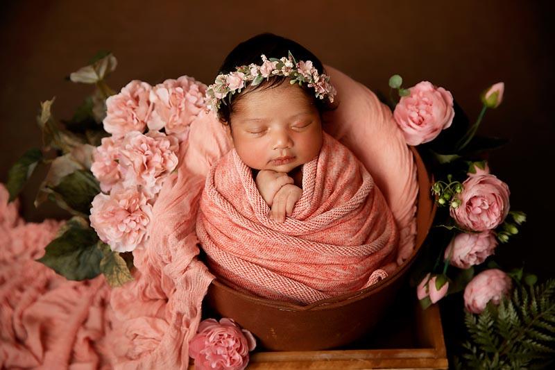 newborn photos with baby blankets